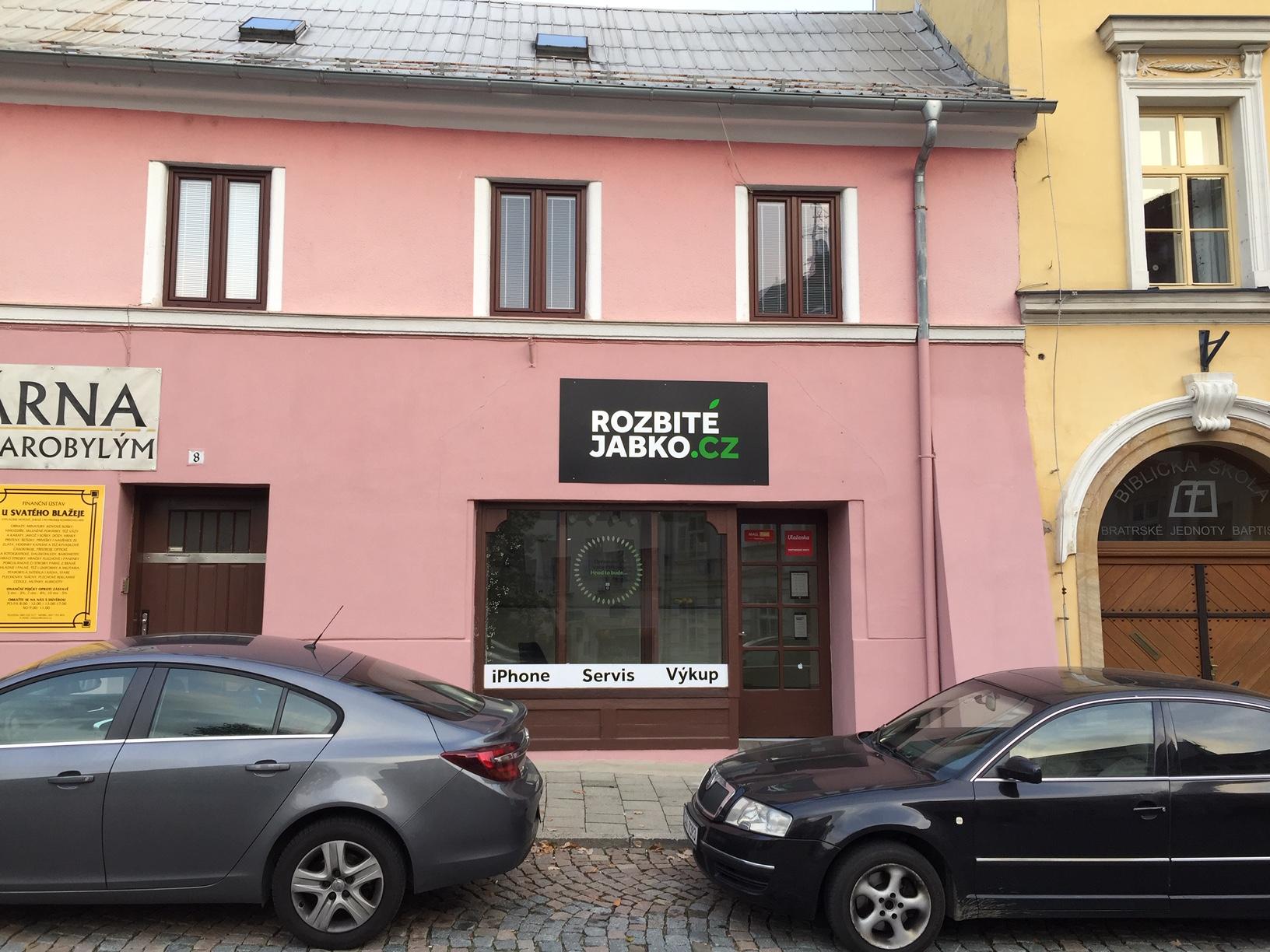 Pobočka Olomouc, Blažejské náměstí 96/8 (Rozbité jabko)